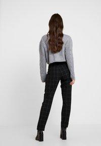 ONLY - ONLMONIZ CHECK PANT - Pantaloni - black - 3