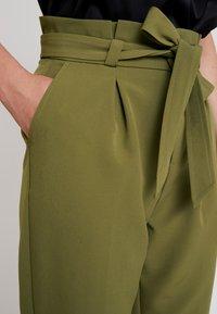 ONLY - ONLFRESH PAPERBACK PANT - Pantaloni - martini olive - 6