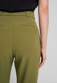ONLY - ONLFRESH PAPERBACK PANT - Pantaloni - martini olive - 4