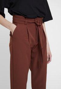 ONLY - ONLFRESH PAPERBACK PANT - Pantaloni - golden brown - 5