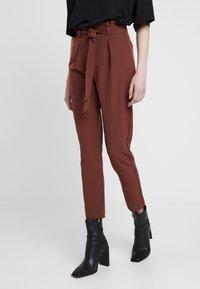 ONLY - ONLFRESH PAPERBACK PANT - Pantaloni - golden brown - 0