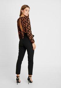 ONLY - ONLFRESH PAPERBACK PANT - Pantalon classique - black - 2