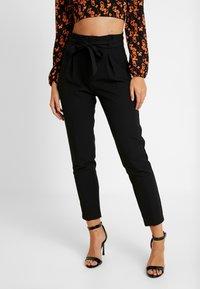 ONLY - ONLFRESH PAPERBACK PANT - Pantalon classique - black - 0