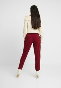 ONLY - ONLCAROLINA BELT PANTS - Trousers - merlot - 3