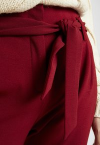 ONLY - ONLCAROLINA BELT PANTS - Trousers - merlot - 5