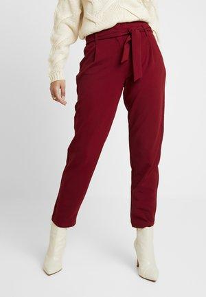 ONLCAROLINA BELT PANTS - Kalhoty - merlot