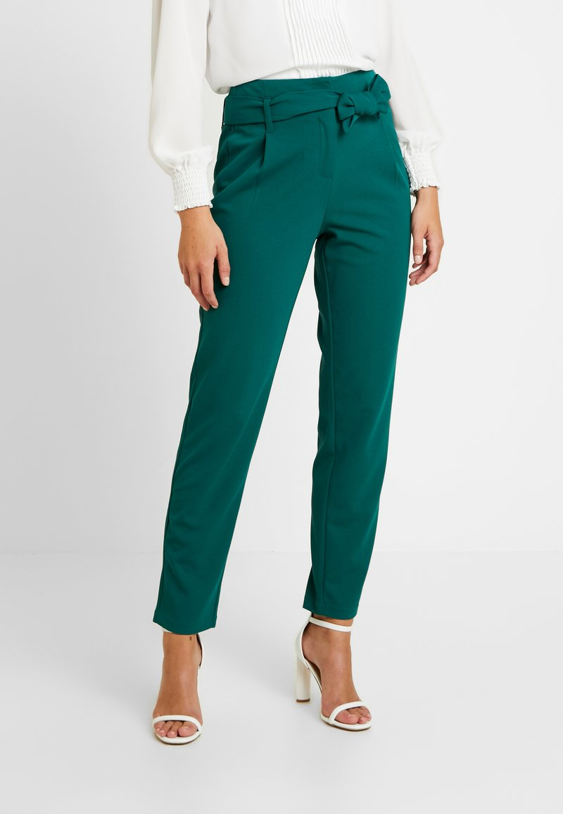 ONLY - ONLCAROLINA BELT PANTS - Pantalon classique - forest biome
