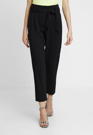 ONLCAROLINA BELT PANTS - Bukse - black
