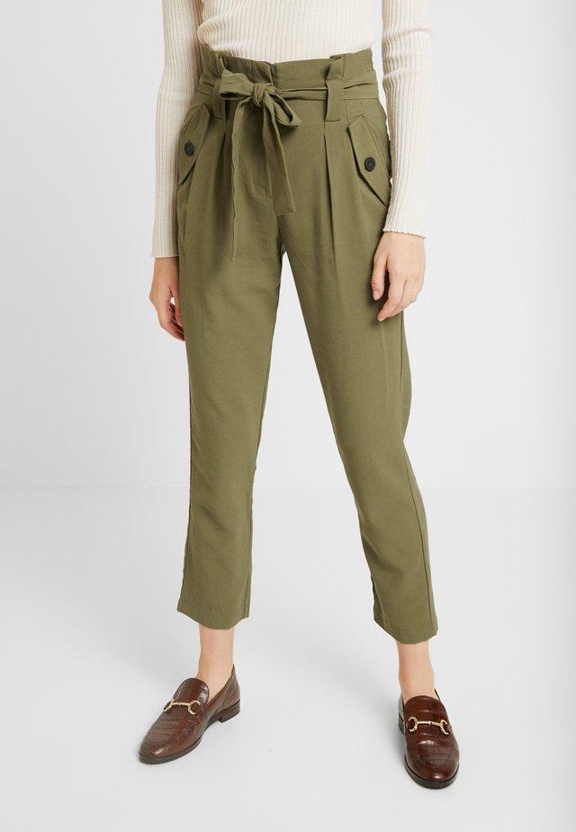 ONLUNA PANT - Pantalones - lizard