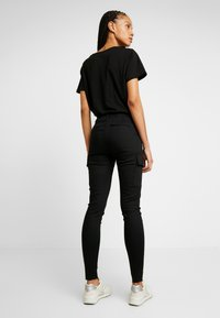 ONLY - ONLARMY CARGO PANT - Broek - black - 2