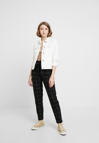 ONLY - ONLNICOLE PAPERBACK BELT CHECK PANT - Bukse - black - 2
