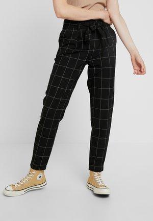 ONLNICOLE PAPERBACK BELT CHECK PANT - Kalhoty - black