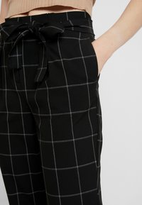 ONLY - ONLNICOLE PAPERBACK BELT CHECK PANT - Bukse - black - 5