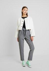 ONLY - ONLYARROW BELT PANT - Pantaloni - medium grey melange - 2