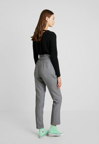 ONLY - ONLYARROW BELT PANT - Pantaloni - medium grey melange - 3