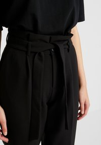 ONLY - ONLYARROW BELT PANT - Stoffhose - black - 5