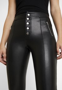ONLY - ONLSIGGA BUTTON PANT - Pantaloni - black