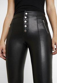 ONLY - ONLSIGGA BUTTON PANT - Pantalones - black - 4