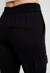 ONLY - ONLPOPTRASH CARGO BELT PANT  - Bukse - black - 4