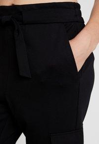 ONLY - ONLPOPTRASH CARGO BELT PANT  - Bukse - black - 6