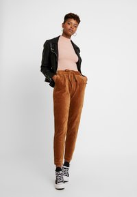 ONLY - Pantaloni - toasted coconut - 2