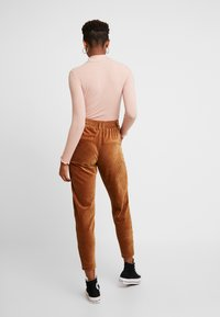 ONLY - Pantaloni - toasted coconut - 3