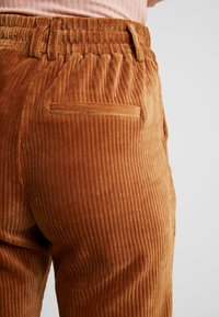 ONLY - Pantaloni - toasted coconut - 6