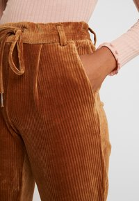 ONLY - Pantaloni - toasted coconut - 4