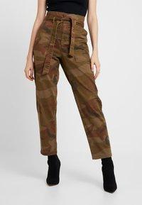 ONLY - ONLZAFIR PANT - Spodnie materiałowe - forest night - 0