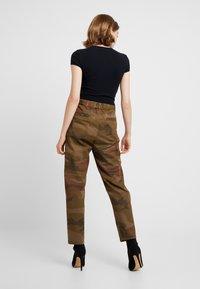 ONLY - ONLZAFIR PANT - Spodnie materiałowe - forest night - 2