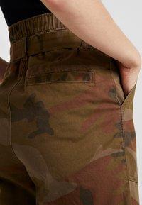 ONLY - ONLZAFIR PANT - Spodnie materiałowe - forest night - 3