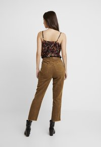 ONLY - ONLEMILY STRAIGHT PANT - Trousers - tobacco brown - 2