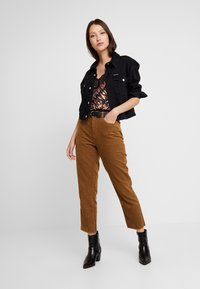 ONLY - ONLEMILY STRAIGHT PANT - Trousers - tobacco brown - 1
