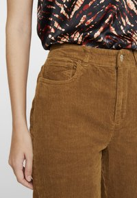 ONLY - ONLEMILY STRAIGHT PANT - Trousers - tobacco brown - 3