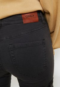 ONLY - ONLCECE CARGO PANT - Slim fit jeans - phantom - 5