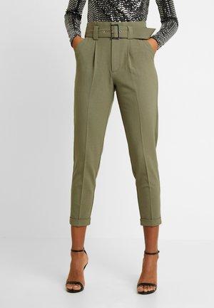 ONLROSIE BELT PANT - Kalhoty - kalamata