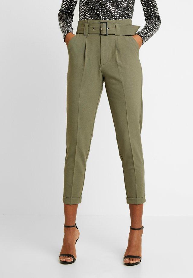 ONLROSIE BELT PANT - Pantalones - kalamata