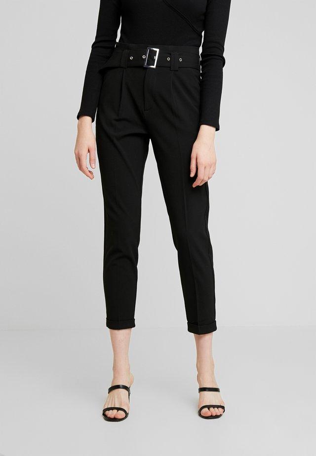 ONLROSIE BELT PANT - Pantalones - black