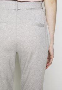 ONLY - ONLPOPTRASH EASY PAPERBAG PANT - Pantalones - light grey melange - 3