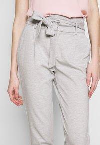 ONLY - ONLPOPTRASH EASY PAPERBAG PANT - Pantalones - light grey melange - 5