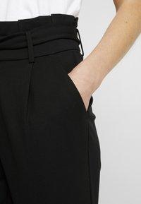 ONLY - ONLPOPTRASH EASY PAPERBAG PANT - Bukse - black - 4
