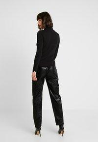 ONLY - ONLDEBRA CARGO PANT - Pantaloni - black - 3