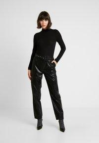 ONLY - ONLDEBRA CARGO PANT - Pantaloni - black - 2