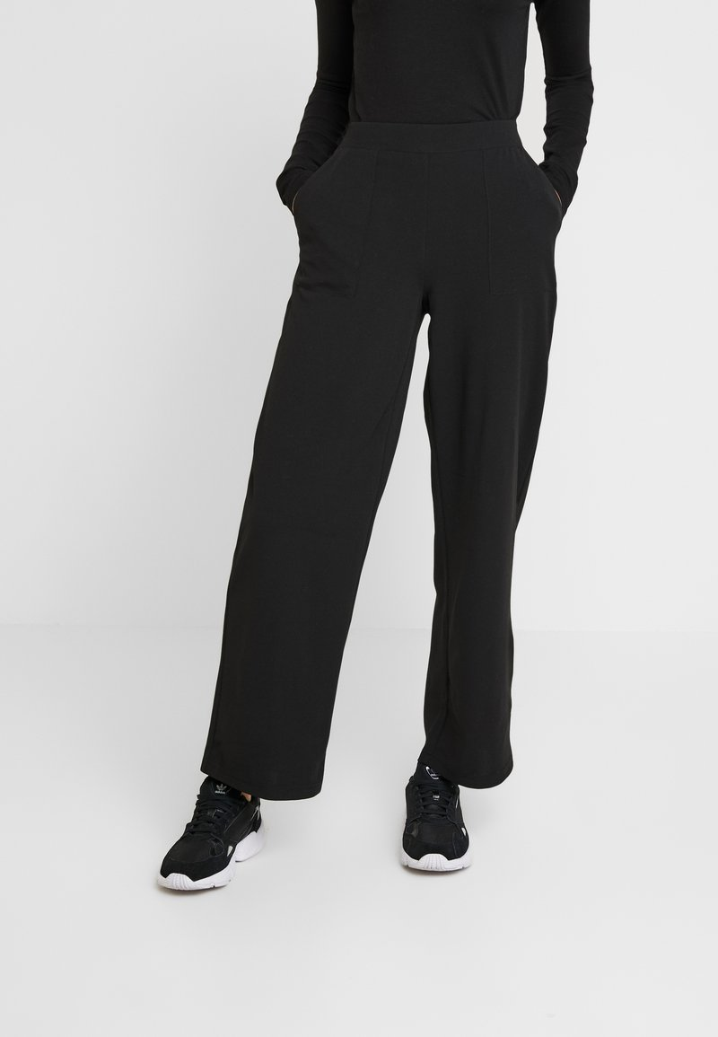 ONLY - ONLMARTA ROCKY WIDE PANTS - Pantalon de survêtement - black