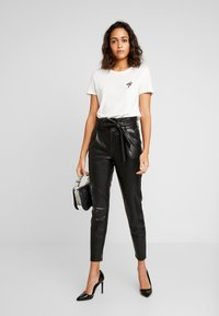 ONLY - ONLPOPTRASH YO EASY PAPERBAG - Trousers - black - 2