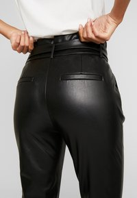 ONLY - ONLPOPTRASH YO EASY PAPERBAG - Trousers - black - 4