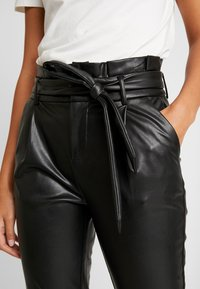 ONLY - ONLPOPTRASH YO EASY PAPERBAG - Trousers - black - 6