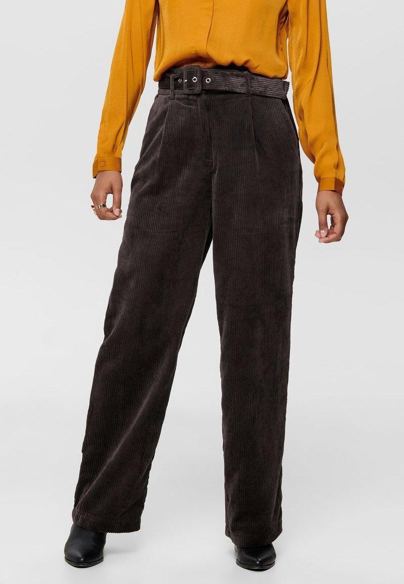 ONLY - Spodnie materiałowe - chocolate plum