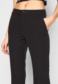 ONLY - ONYZERO MID SWEET FLARED PANT - Bukse - black - 4