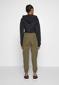ONLY - ONLGLOWING CARGO PANTS - Pantalones - kalamata - 2
